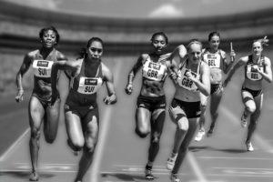 En gruppe som løper med riktig løpeteknikk